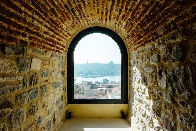Вид на стамбул с высоты галатской башни. архитектура исторической старой части стамбула.