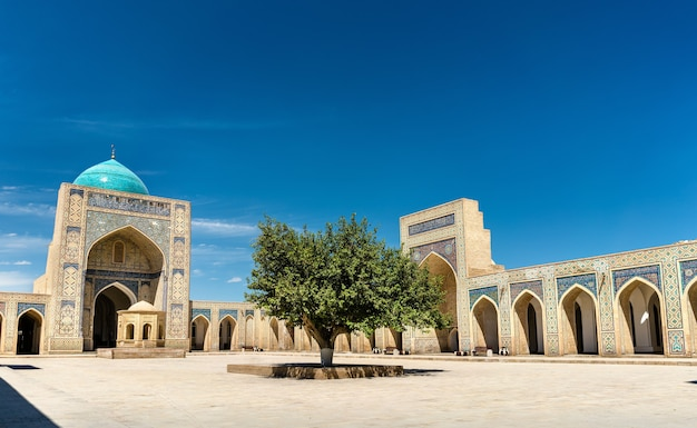 Вид на мечеть калян в бухаре, узбекистан. центральная азия