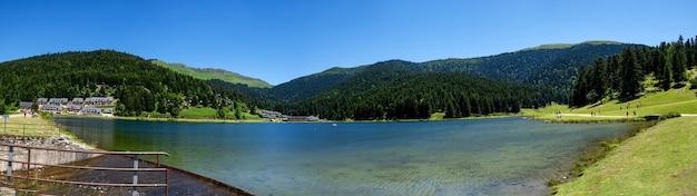 フランスのピレネー山脈のパヨル湖の眺め