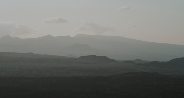 エクアドルのガラパゴス諸島の土地の眺め