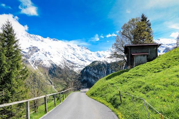 スイスのgimmelwald&murren村のアルプスの風景