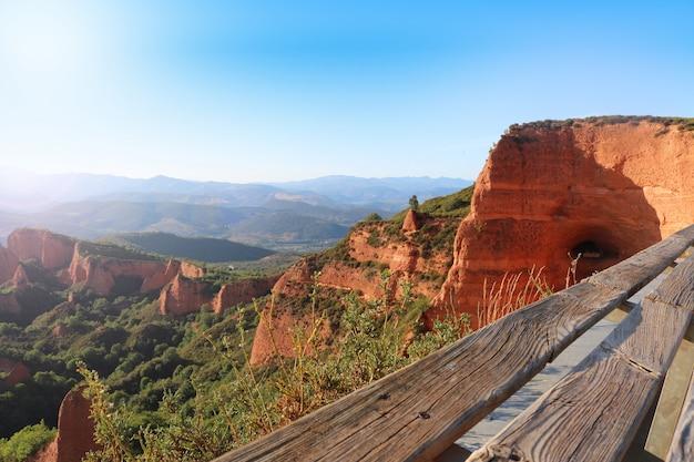 スペイン、レオン県のアンティーク金鉱山、ラスメデュラスの眺め。
