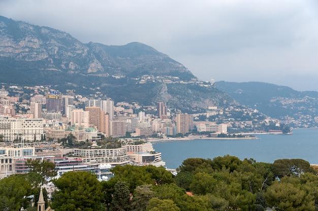 モナコのリグリアンアルプスの眺め