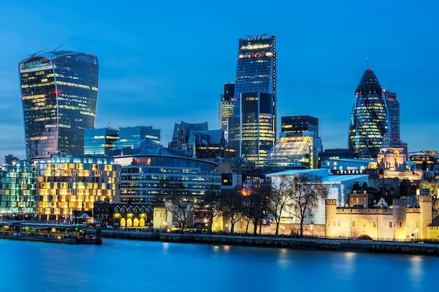 Вид на горизонт лондона ночью