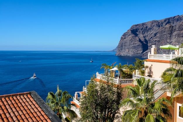 ロスギガンテスの崖の眺め。テネリフェ島、カナリア諸島、スペイン