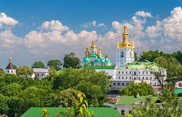 ウクライナの下部大修道院の眺め