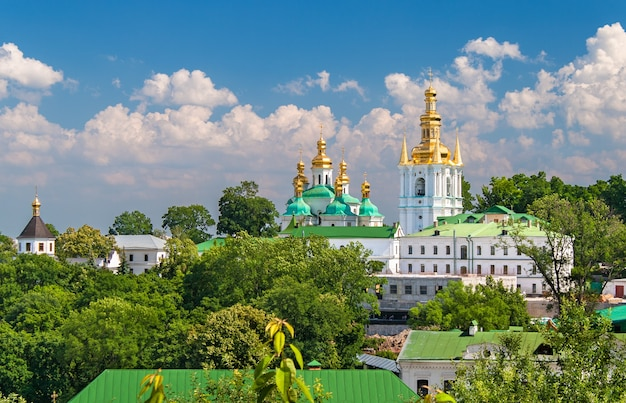 Вид на нижнюю лавру в украине