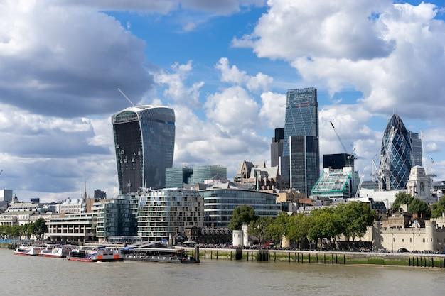 Вид современной архитектуры в лондонском сити