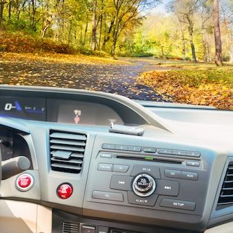 시동 동력 엔진 버튼과 키가있는 현대 자동차 대시 보드보기