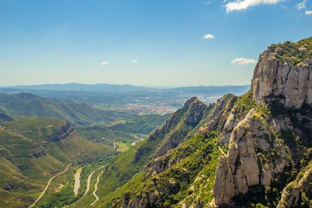 スペイン、バルセロナのモントセラトの眺め