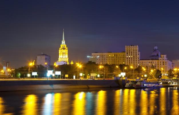 夜のモスクワの眺め