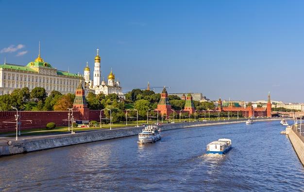 Вид московского кремля в россии