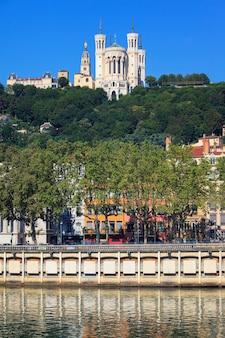 ノートルダム・ド・フルヴィエール、リヨン、フランスの眺め
