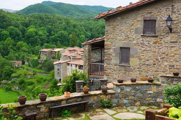 Вид на старую европейскую деревню. rupit i pruit