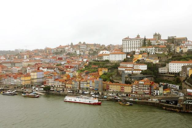 Вид на старый город порту и рибейру