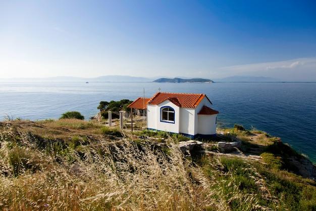ギリシャ、タソス島の正教会の眺め
