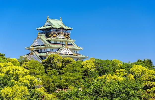 Вид на замок осаки в осаке, япония
