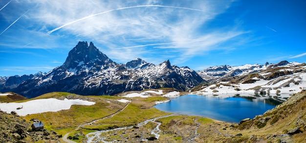 春、フランスのピレネー山脈のpic du midi ossauのビュー