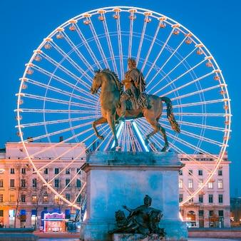 밤, 리옹 프랑스 루이 14 세 왕의 장소 bellecour 동상보기