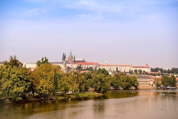 프라하 성, 성 비투스 대성당 및 블타바 강의 전망. 체코 공화국