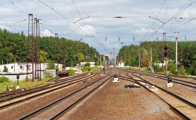 ウクライナ、キエフ地方の鉄道駅の眺め