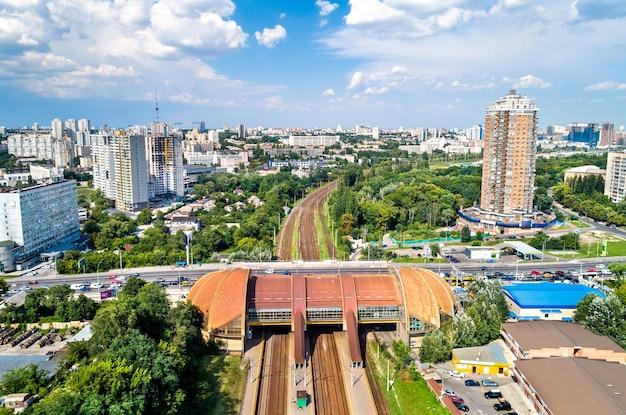ウクライナ、キエフの鉄道駅karavaevidachiの眺め