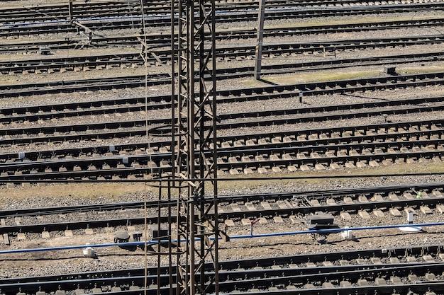 ソルチロヴォチナヤ鉄道駅サンクトペテルブルクロシアの線路の眺め