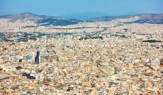 Вид на жилые районы города афины с горы ликавит, греция