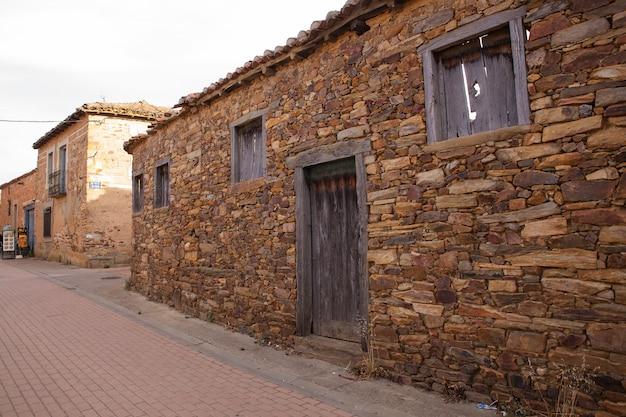 スペインの田舎の田舎の家の眺め