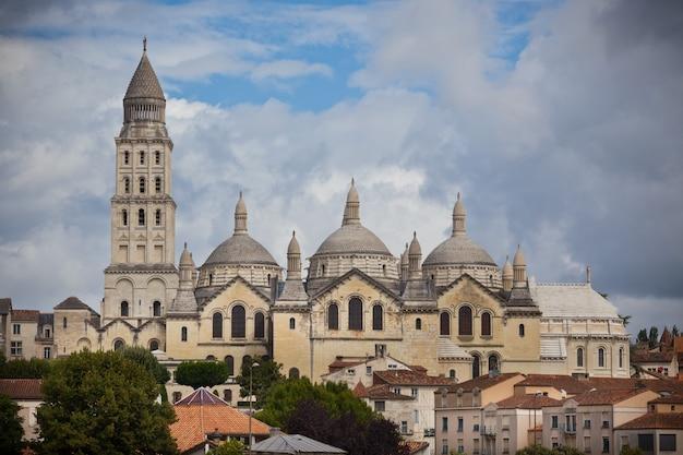 フランス、ペリゴールの聖フロント大聖堂の眺め