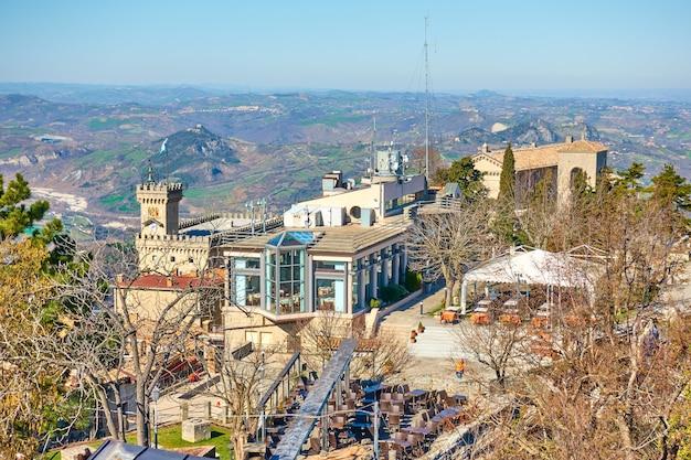 산마리노 공화국 위에서 산마리노 시의 전망. 풍경, 도시 풍경