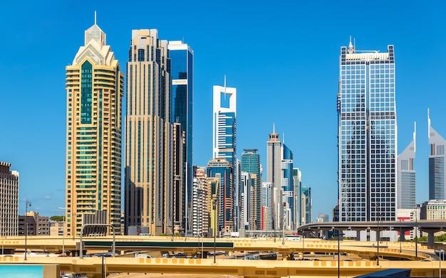 두바이 다운타운의 고층 빌딩보기-uae