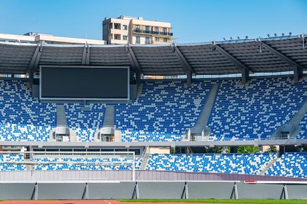 Вид стадиона футбольного поля и мест стадиона