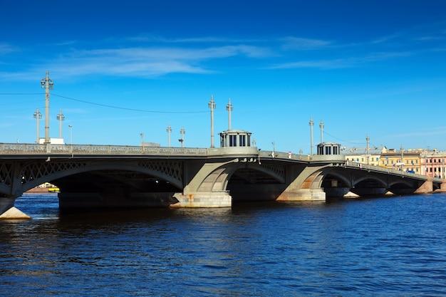 Вид на санкт-петербург. благовещенский мост