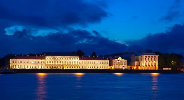 Вид на санкт-петербург ночью