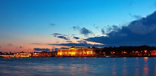Вид на санкт-петербург на закате