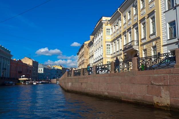 Вид на санкт-петербург. река мойка