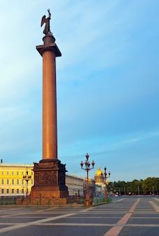 Вид на санкт-петербург. колонна александра