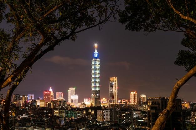 Вид города тайбэй после захода солнца, тайвань