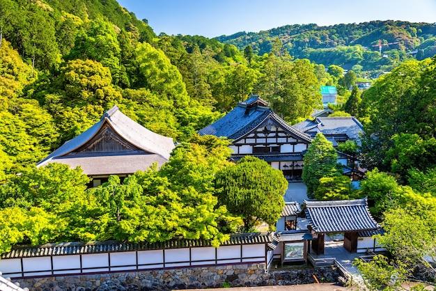 Вид на сад тэндзюань в киото, япония