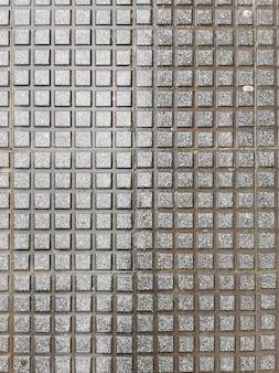 Вид текстуры мокрых подушек на тротуаре