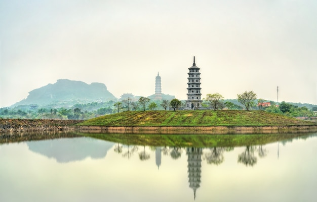 베트남 trang an 관광 지역의 bai dinh 사원 단지보기