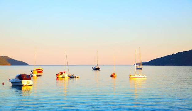 夕方のコトル湾の眺め、モンテネグロ