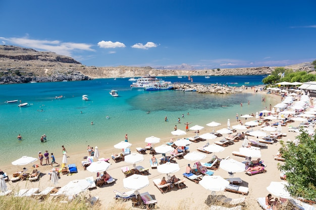 リンドスの町のビーチの眺め。ロードス島、ギリシャ