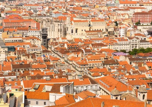 주황색 지붕 포르투갈 주택이있는 아름다운 도시보기