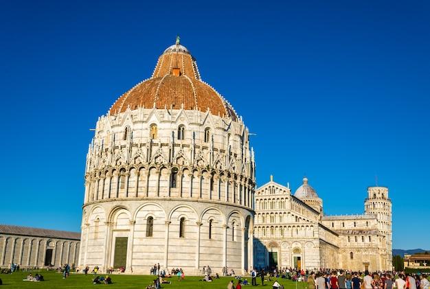 Вид на собор пизы - италия