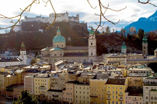 도시와 중세 성의 전망.