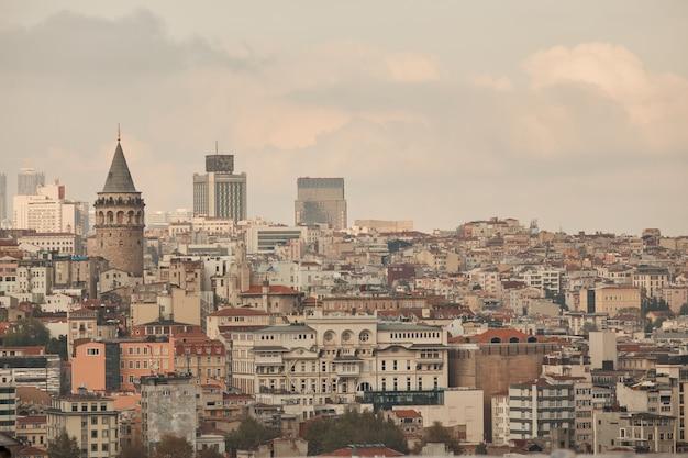 Вид на город стамбул и башню галата с высоты, турция