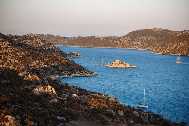 海の古い要塞の街の眺め