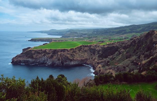 상 미구엘 섬의 해안선의 전망. 포르투갈 아 조레스.